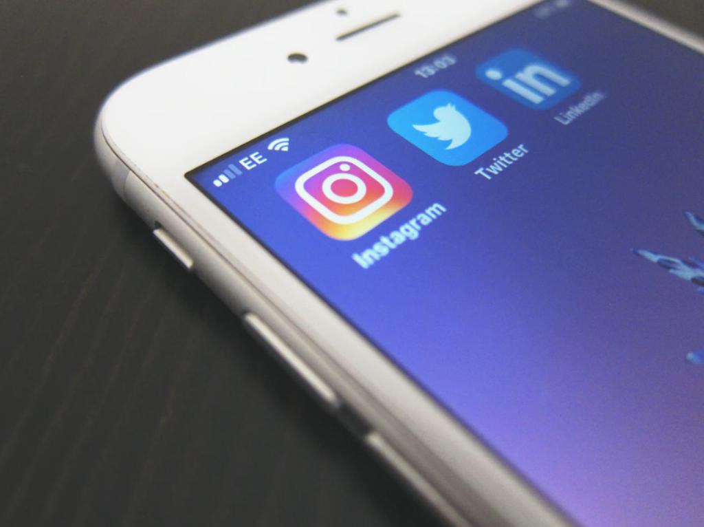 Streamlined Communication in Social Media